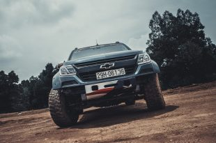 dan-choi-ha-noi-do-banh-lon-ham-ho-va-chat-lu-cho-xe-chevrolet-colorado