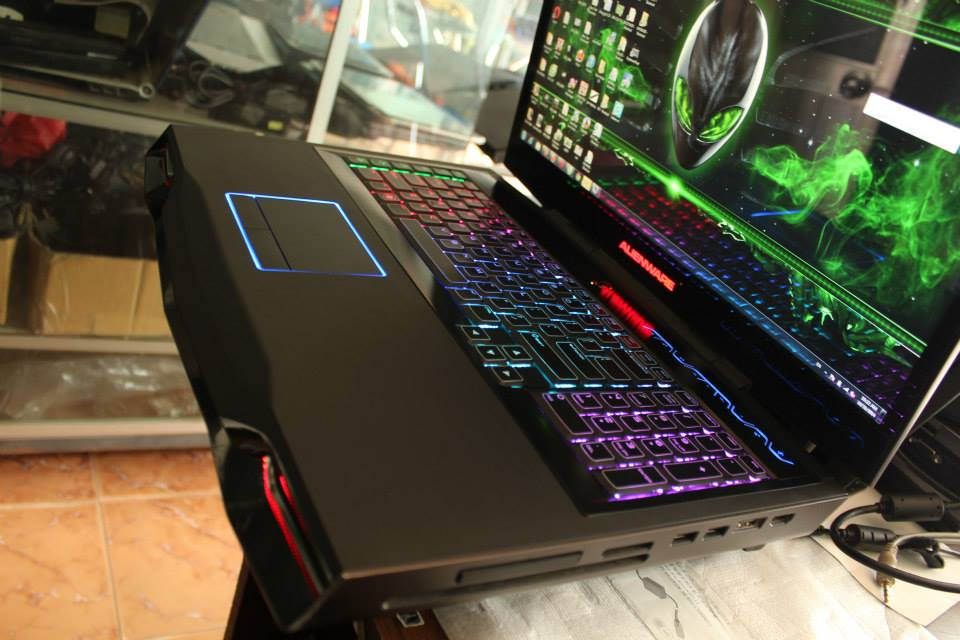 laptop-Alienware-M18XR1