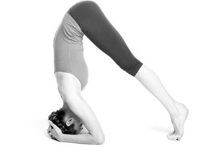 tu-the-chua-dau-nua-dau-yoga-2