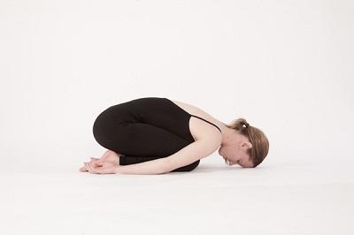 tu-the-dua-tre-trong-yoga-giup-tang-can-3