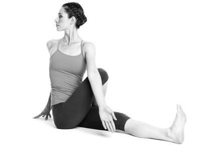 tu-the-xoay-nguoi-yoga-1