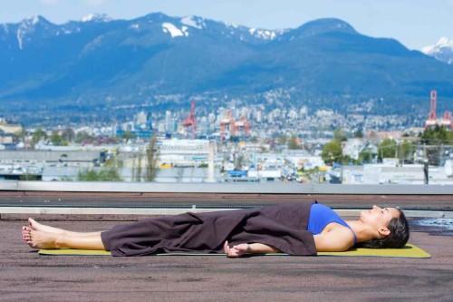 yoga-nhuc-dau-10